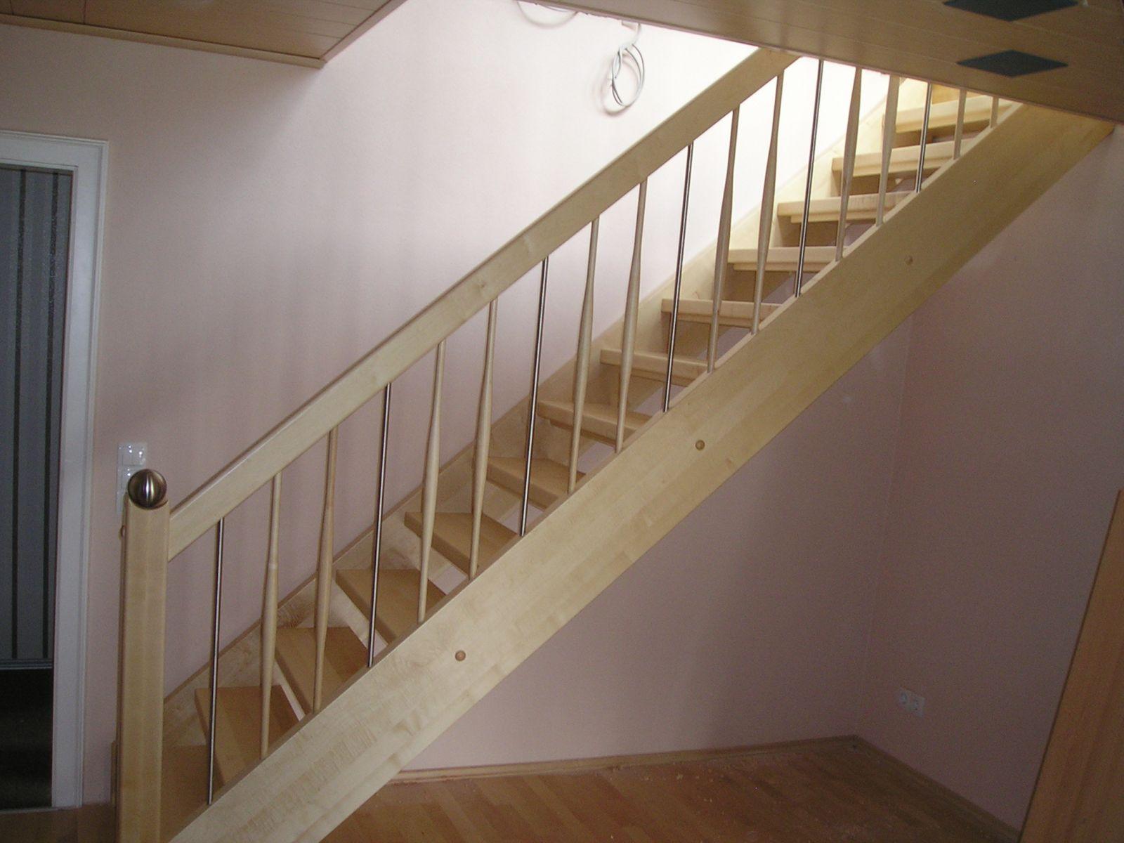 Geradläufige Treppe schreinerei weiß martinshöhe1 92277 hohenburg