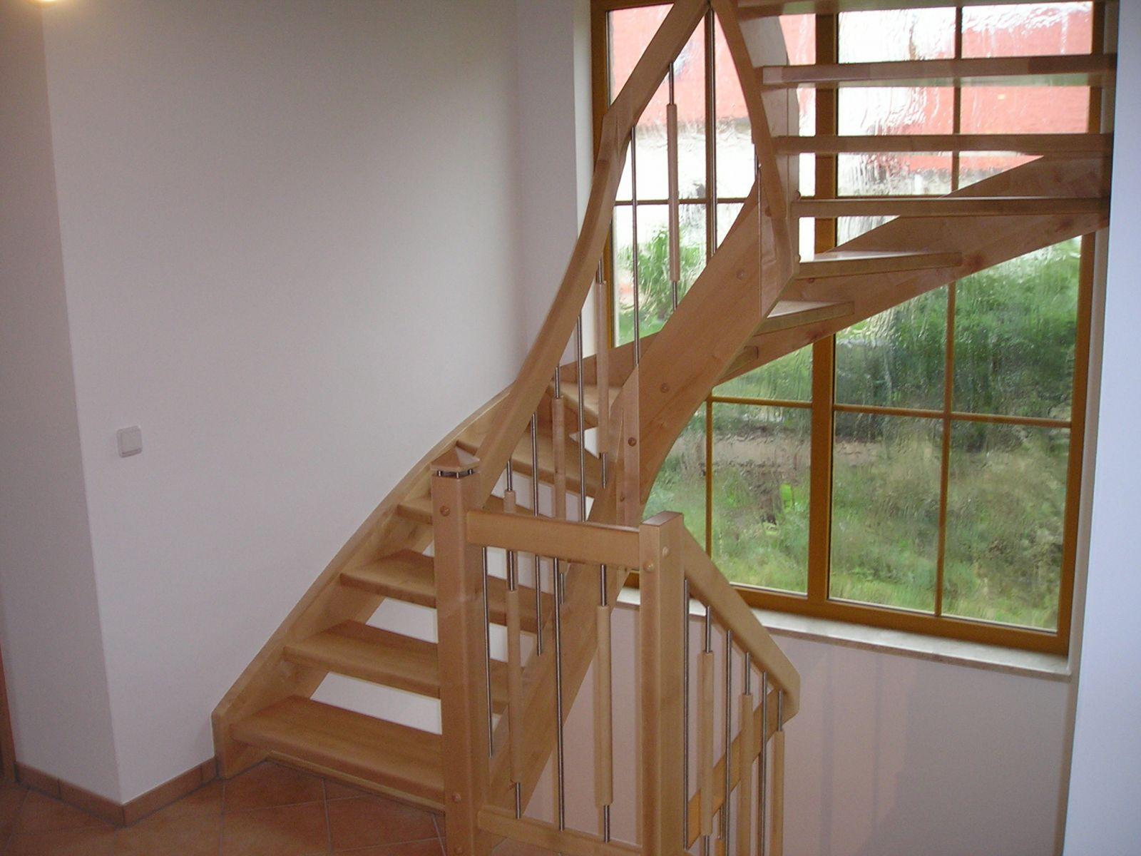 Halbgewendelte Treppe schreinerei weiß martinshöhe1 92277 hohenburg